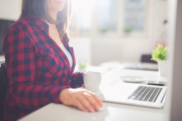 自宅査定ツールを使って家にいながら無料査定をする流れと注意点