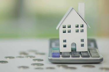 土地売却に費用はいくら?手数料や税金など仕訳や計算方法を紹介