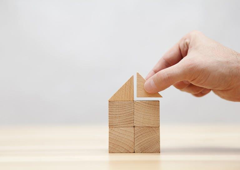 アパートの経営に耐用年数は影響するのか|築古の対処法も解説